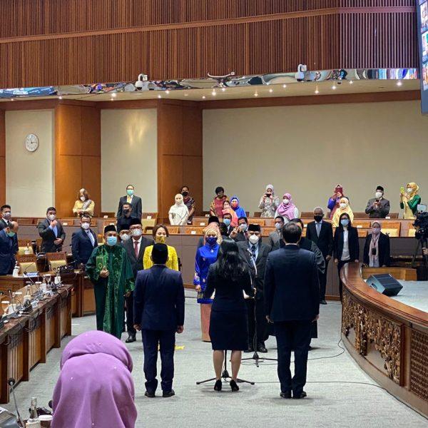 Pelantikan Anggota DPR RI, Bapak Jacky Uly oleh Ketua DPR RI